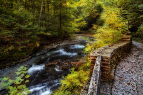 Hike along the falls